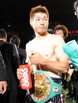Hasegawa Upsets Ruiz/Yamanaka Retains Title