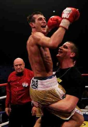 Mathews Is Crowned British lightweight champion