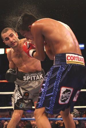 Darchinyan sprays Mijares: HoganPhotos.com