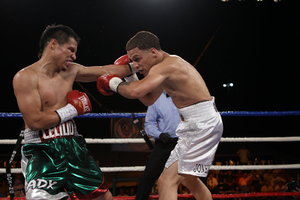 Santos and Oquendo battle it out