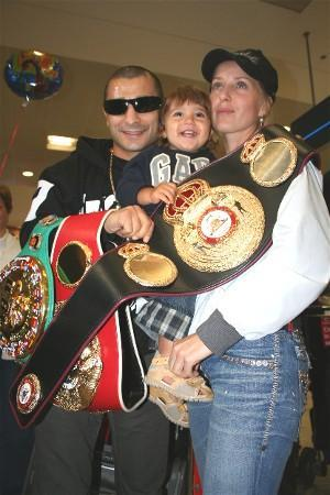 Vic Darchinyan with his son Ruben & partner Olga