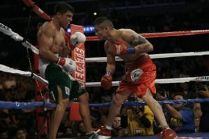 Maidana pins Ortiz on the ropes