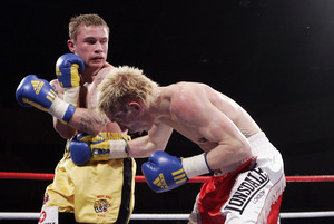 Frampton(L) against Robbie Turley, (pic Simon O Connor)