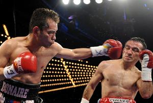 Donaire throws a left hand at Narvaez