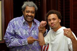 Don King  signs Vernon Paris