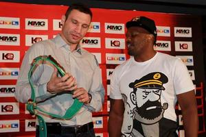Vitlai shows Chisora his WBC belt