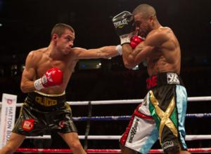 Quigg (L) picks off Munroe