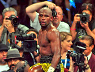 Mayweather easily defeats Maidana in rematch