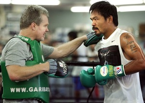 Video: Pacquiao On The Pads In Macau