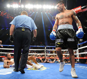 Matthysse Stops Peterson in 3