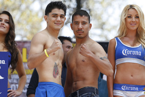 Diaz Jr and Casillas pose for pics