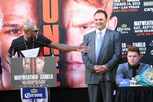 Mayweather,Schaefer and Canelo on podium