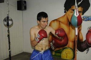 Adrian Hernandez training