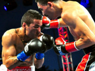 Cruz hammers Terrazas (Photo © German Villasenor)