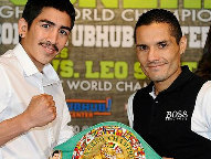 (L-R: Cruz-Terrazas / Photo © Hoganphotos /Golden Boy Promotions)