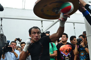 Juan Manuel Marquez works out
