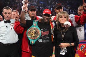 Stevenson retains WBC crown