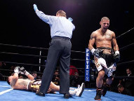 Cruz Wins (Photo © Peltz Boxing Promotions)