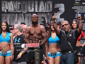 Video: Pacquiao And Bradley Weigh In
