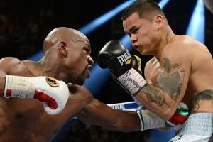 Mayweather Wins Trench War Over Maidana