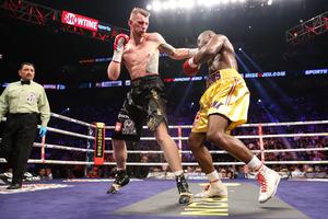 Stevenson Retains Title Against Fonfara