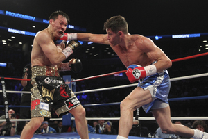 Algieri lands a right hand on Provodnikov