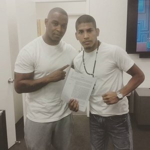 Santiago Signs Contract With Mayweather Promotions