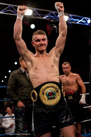 Dunn Signs Exclusive Deal With Star Boxing