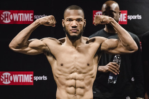 Julian Williams defeated Ishe Smith.