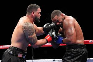 Santos Outscores Barnoza At Foxwoods