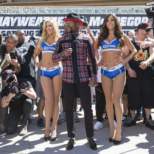 Mayweather And McGregor Arrive In Vegas