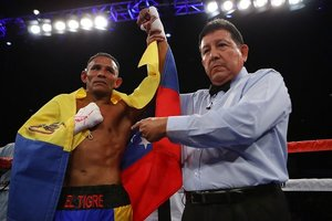 Barroso Powers To Victory Against Maldonado Jr