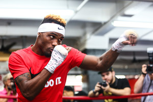 Charlo Mauls Lubin In First Round