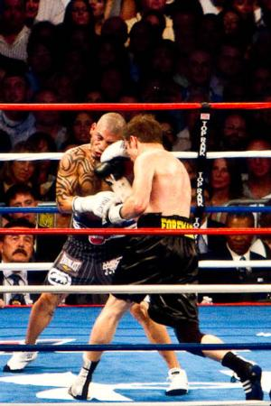 Cotto and Foreman up close (pic Tri Nguyen)
