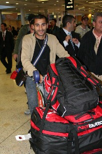 Vic Darchinyan arrives home - pic by Tim Barry